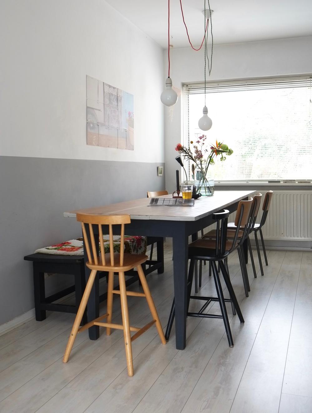 Pimpelwit Interieurontwerp- eettafel- styling-bloemen-kanderlaar-houten tafel-kleedjes-schoolstoel
