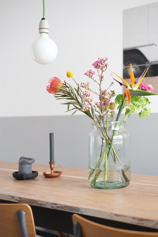 Pimpelwit Interieurontwerp- eettafel- styling-bloemen-kanderlaar-houten tafel