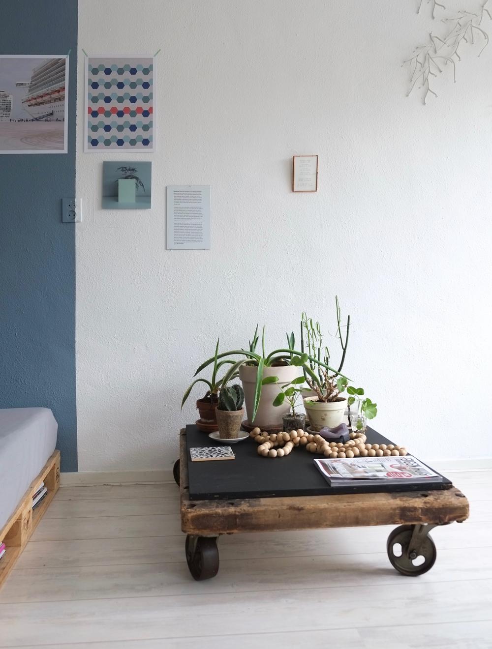 Pimpelwit Interieurontwerp-industriele tafel-planten-denim drift- flexa-palletbank