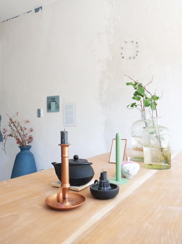 Pimpelwit-interieurontwerp-betonlook-3D-styling-makeover-woonkamer-keuken-betonmuur-eettafel-lunedot